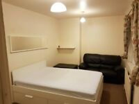 LARGE DOUBLE ROOM- INCLUDE ALL UTILITY BILLS