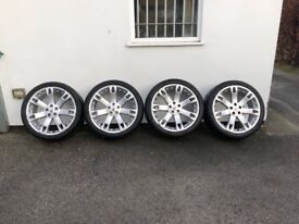 7 spoke, 22 inch alloy Range Rover wheels with brand new Tyres