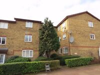 2 bed flat to rent in Greenway Close, Friern Barnet N11 3NT £1,250 pcm (£288 pw)