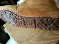 Womans ugg slippers size 4.5