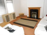 Large 2 bedroom furnished flat on quiet street in Bracken Edge, Chapel Allerton