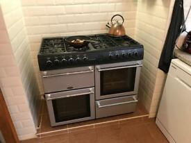 Dual oven / grill / 8 burner