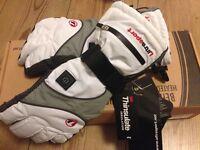 Heated women's snowboard gloves