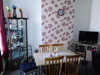 Attention students!!! 3 bedroom flat to rent