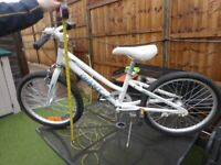 Girls bicycle, Giant Veer 20 make, good condition Height to handle bars 29'' height to saddle 26''