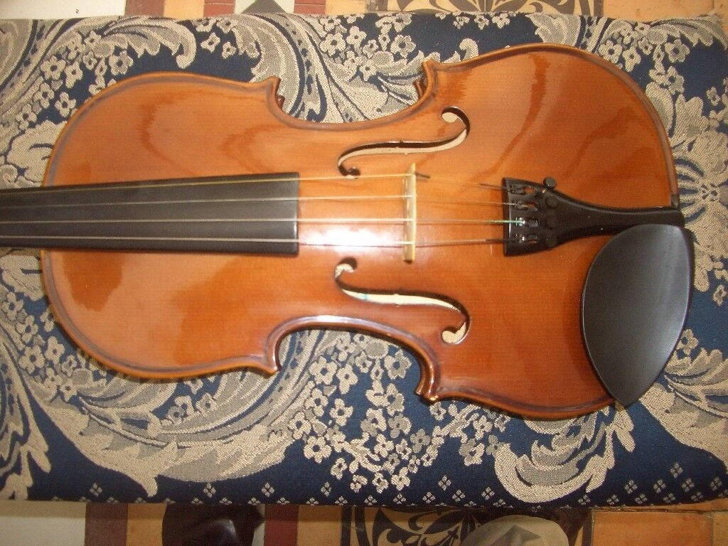 Very good quality ,Full size 4/4 Violin ,excellent maple back ,spruce front .