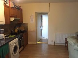 Single Bedroom To Rent on Basingstoke Rd near Morrisons, M4 Junc 11, Greenpark- RB ESTATES
