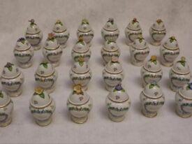 """Rare vintage set of 24 porcelain """"Le Cordon Bleu"""" spice jars (The Franklin Mint, 1989)"""