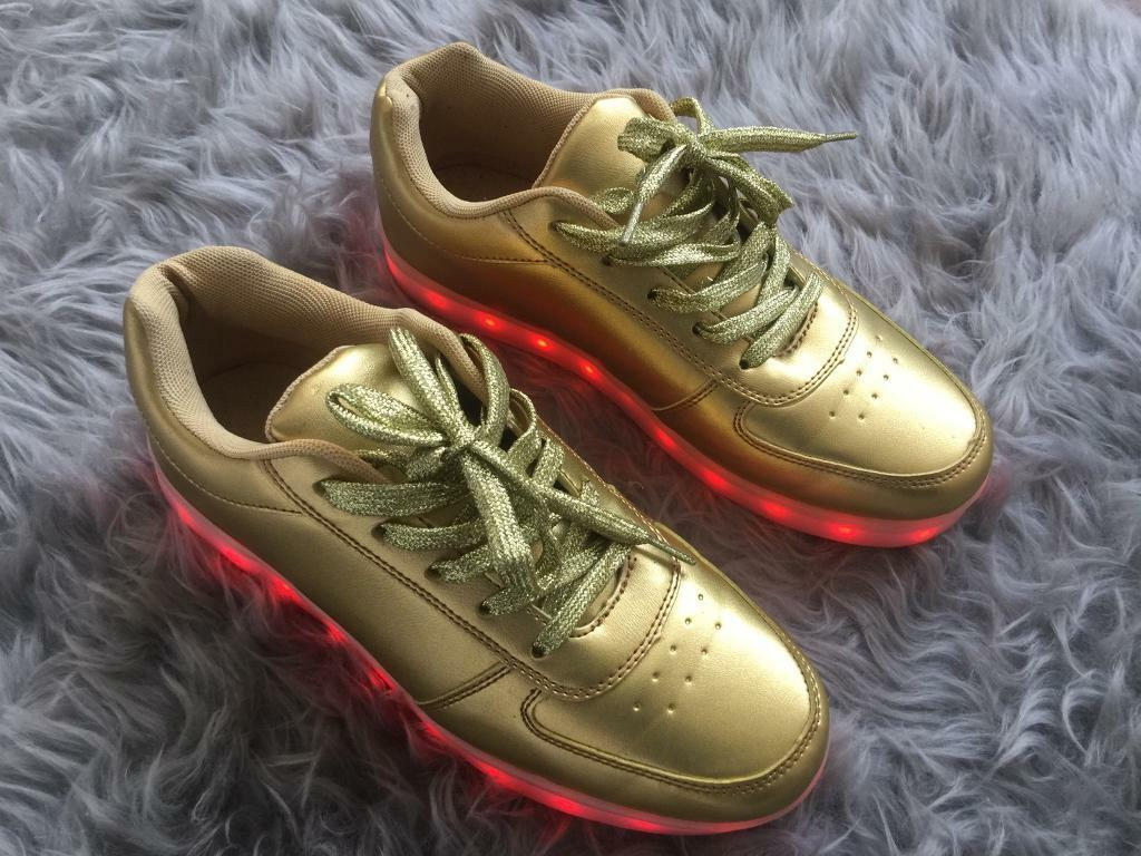 LED light up sneakers GoldUK 6.57in Kentish Town, LondonGumtree - LED light up sneakers USB cableCurrently on sale on ebay. Message me for link to eBay.7 Led colour red, blue, green, purple, cyan, yellow, whiteWill feet perfectly a size UK 6.5 or 7