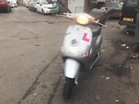 PIAGGIO vespa Et4 silver 125cc low mileage !!
