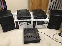 Cdj2000's, DJM-600, Mackie MR8's