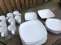 Dinner service/Tableware/Crockery.