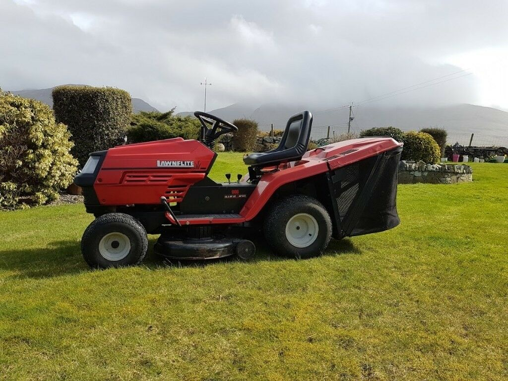 MTD Lawnflite 40 inch cut. Excellent condition. £ 550.00