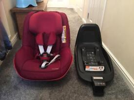 Maxi Cosi Two Way Pearl Car Seat and Isofix Two Way Base