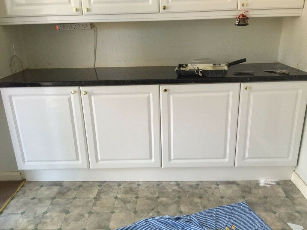 3 standard gloss white slightly used kitchen cabinet doors b q with golden knob handle and. Black Bedroom Furniture Sets. Home Design Ideas