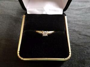 14-18K Gold Ladies Diamond Engagement Ring