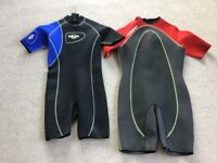 2 shorty wet suits size xl. Male and female