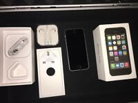 Unlocked 32GB iPhone 5s in space grey