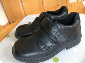 Clarks boys black shoes size 9f perfect for school