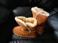 LADIES WINTER FASHION BOOTS SIZE 6