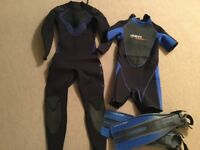 FREE !! Ladies Size 12/14 wetsuits 5mm long & 3mm shorty and size 5 scuba diving fins