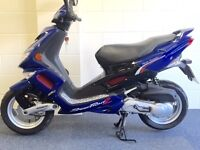 AS NEW Peugeot Speedfight (VITY CYGNUS CLASSIC) immaculate showroom cond HPI clear Full mot UK DEL