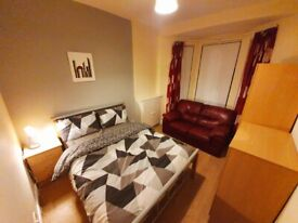** NICE FURNISHED ROOMS ON TATES AVE TO LET **