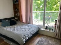 Three bedroom flat in East Putney available NOW!