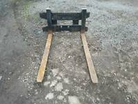 Set of pallet forks with backplate suit tractor telehandler etc
