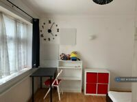 3 bedroom house in Chadwin Road, London, E13 (3 bed) (#1046908)