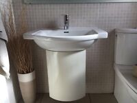 Kermag full bathroom suite. Immaculate condition,inc towel rail, shower screen and mirror