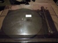 Pro Ject Debut Carbon Turntable. Near new, Full working order. £200