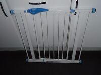 Lindam opening baby gate