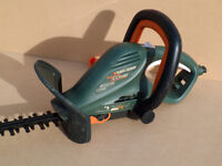 Black and Decker 600w electric hedge trimmer body - model GT660 - working with slight problems