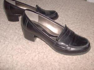 Women's casual leather shoes size 7 London Ontario image 1