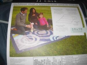 JJ Cole Collections 5' x 7' Outdoor Mat. Polyester. Sewn Insert with Detachable Strap. Durable. Easy Cleanup. NEW