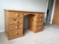 Reclaimed pine dressing table, used but in very good condition. A lovely solid piece of furniture.
