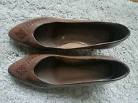 Brown leather vintage shoes size 5 and a half