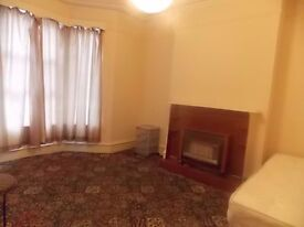 2 DOUBLE/TWIN ROOMS SAME PROPERTY CLOSE TO KILBURN BILLS INCL,