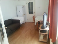 Spacious and comfortable double bedroom, Roath, close to Cardiff City Centre, single occupancy