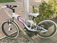Girls Dawes Bike: 5-8 year old. Great starter mountain bike - Gears & suspension