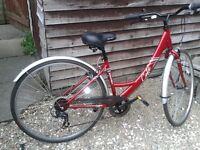 Nearly new hybrid commuter bike, small size, 6 gears, mudguards & comfot seat