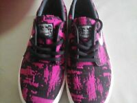 Brand New Boys/Girls Nike Trainers - Size 2