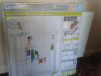 Unopened Lindam Easy Fit Deluxe Safety gate