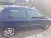 Renault Clio Car for spares and repairs. Alloy wheels - worth over £300.