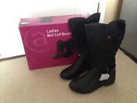 Ladies black boots size 5