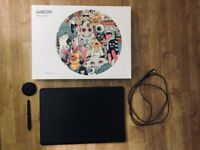 Wacom Intuos Pro digital graphic drawing tablet in box with carry case - used twice