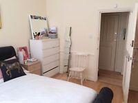 Large furnished double bedroom, Clapham Junction (St John's Hill)