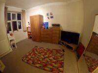 Big Double Room In Kilburn - short term all Inc.