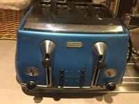 Delonghi kettle and toaster aet
